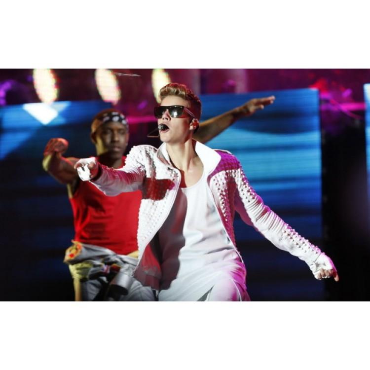 Believe Movie Weekend Justin Bieber's WhiteJacket (4)