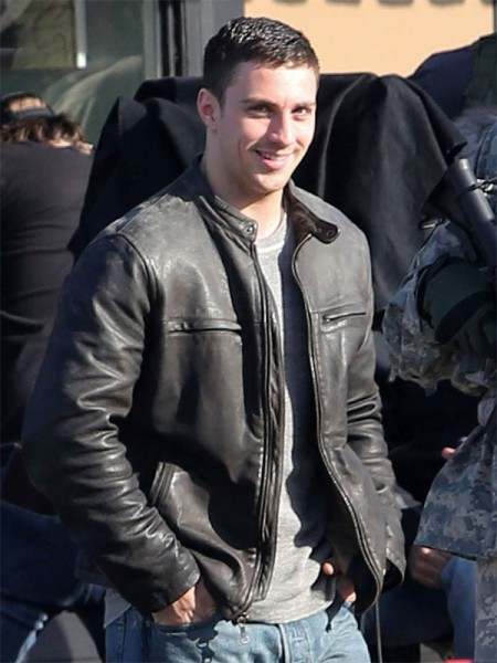 Aaron-Taylor-Johnson-filmed-Godzilla-Jacket-450×600
