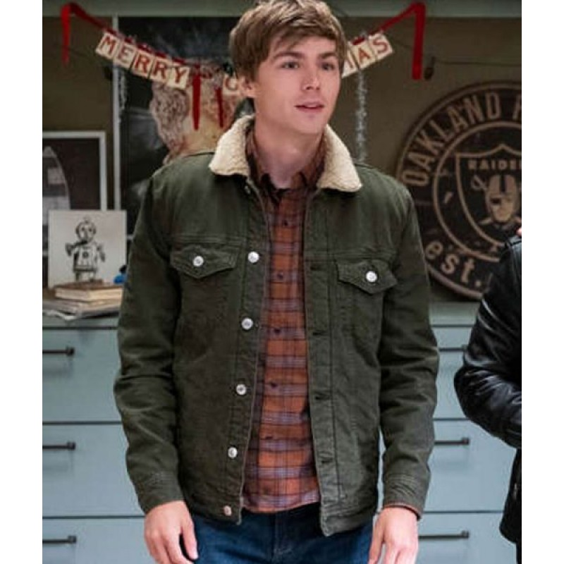 13-Reasons-Why-S04-Alex-Standall-Jacket-510×600-800×800